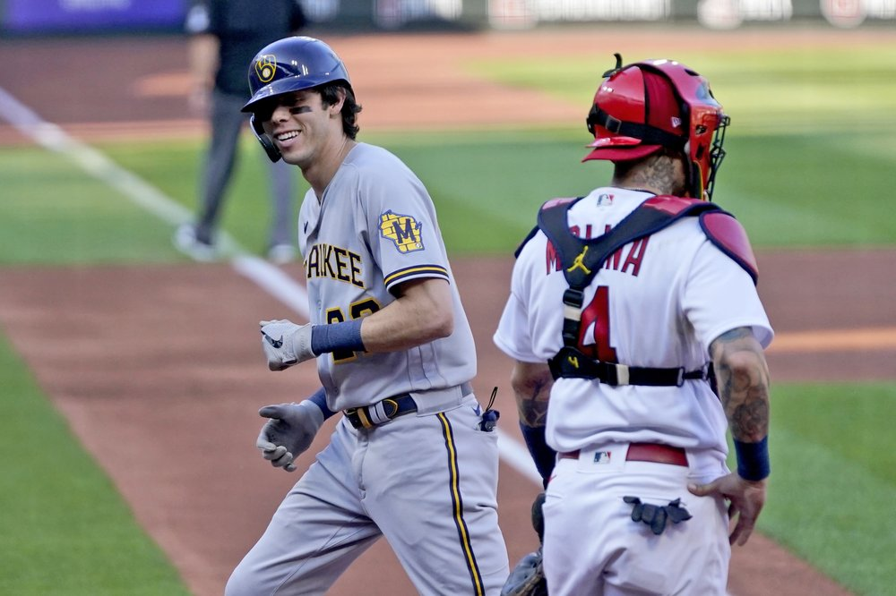 Brewers, Cardinals split doubleheader amid playoff chase