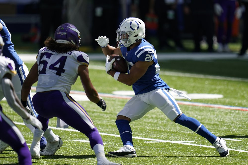 Taylor makes hefty workload pay off as Colts beat Vikings