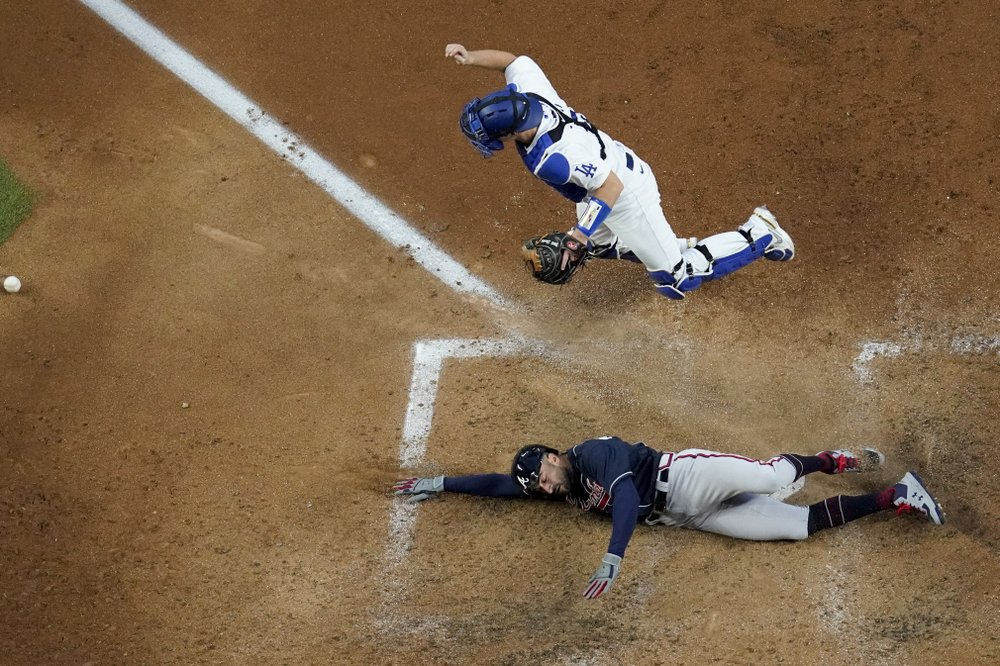 Issues pile up with Dodgers in 0-2 NLCS hole against Braves