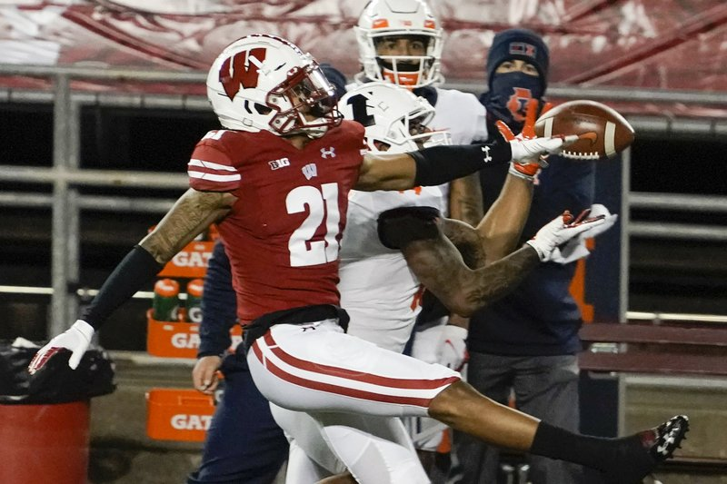 Badgers' Williams questions PI calls in loss to Northwestern