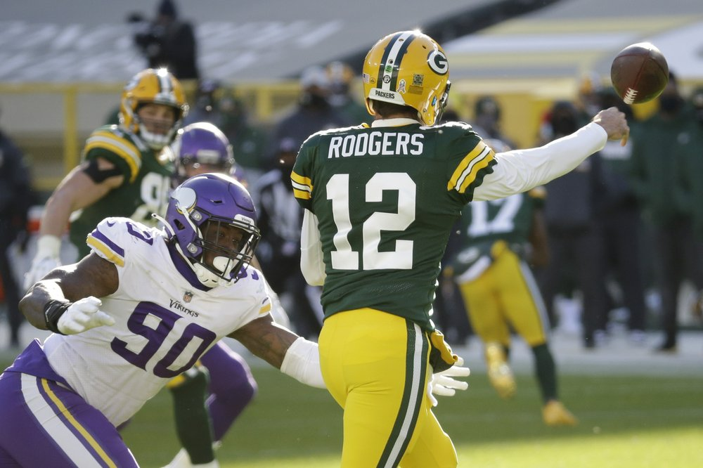 Cook's 4 TDs help Vikings knock off Packers 28-22