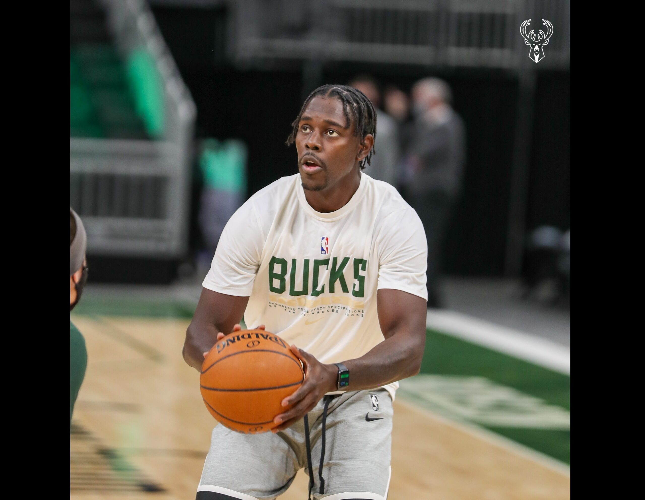 Bucks' Holiday says signing extension was easy decision