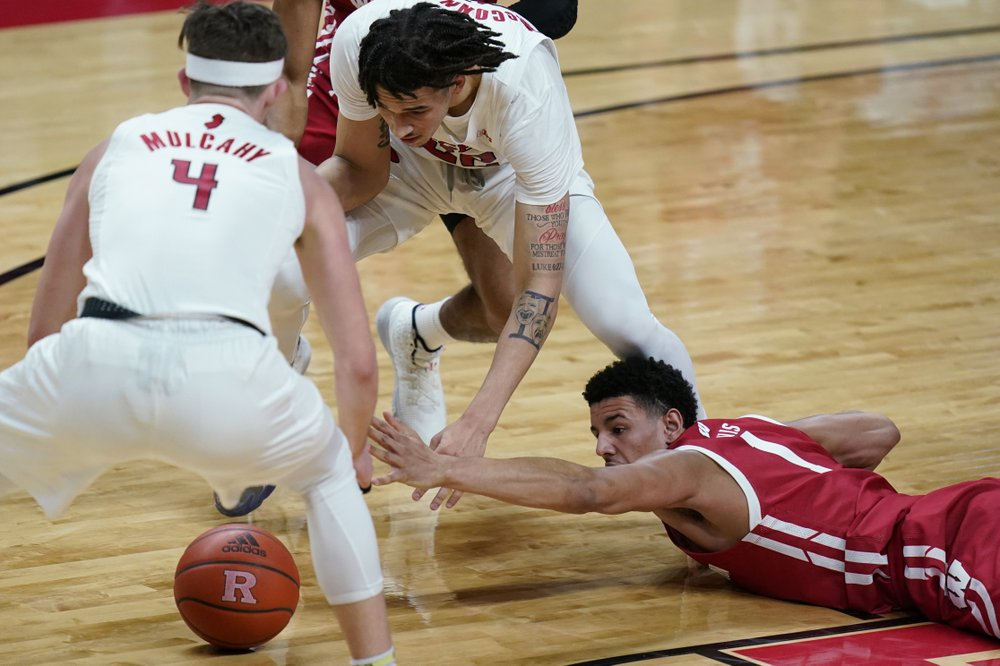 La Crosse's Davis wraps up solid freshman campaign for Badgers, who stand to lose eight seniors — or not, because of COVID