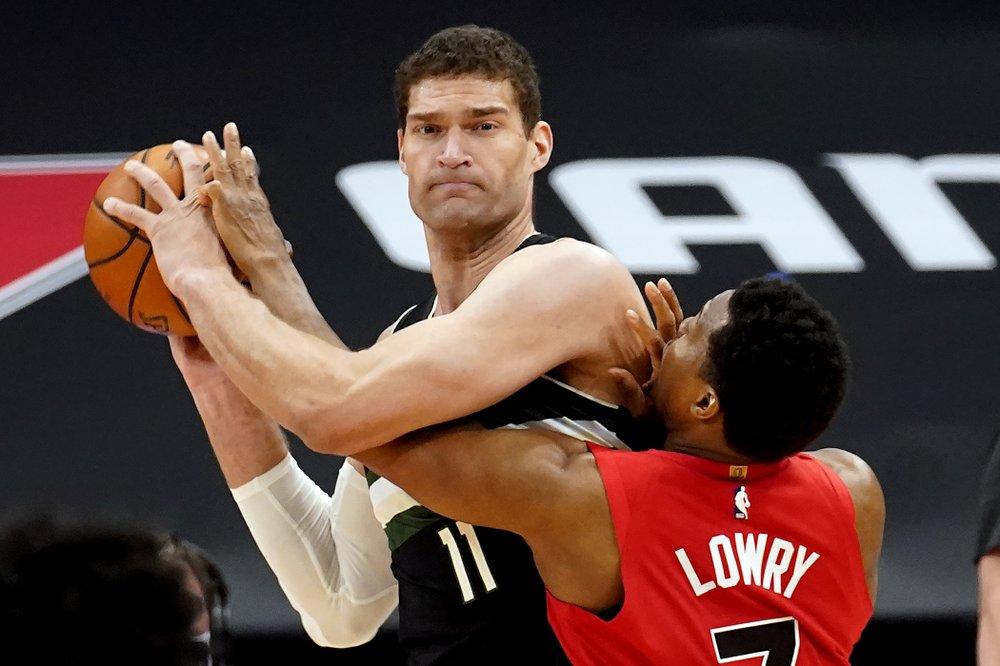 Bucks, Antetokounmpo hold off Raptors 115-108