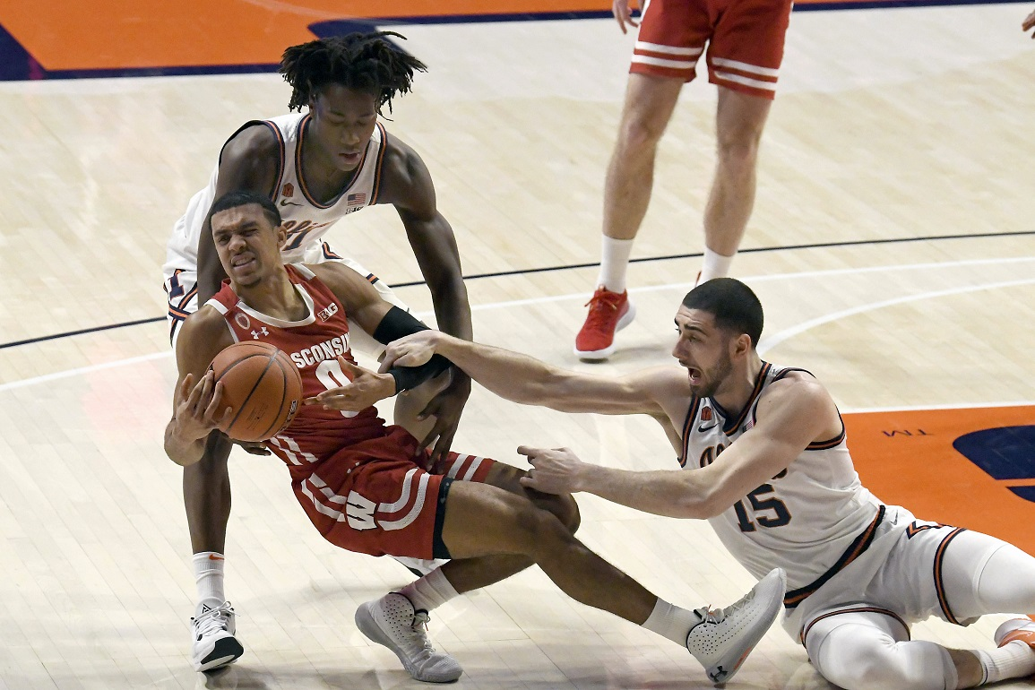 Davis scores six, as 19th-ranked Badgers get blown out by No. 12 Illinois