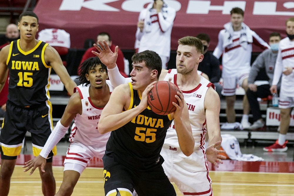 Davis shoots just 1 of 9, as Badgers lose to No. 11 Iowa