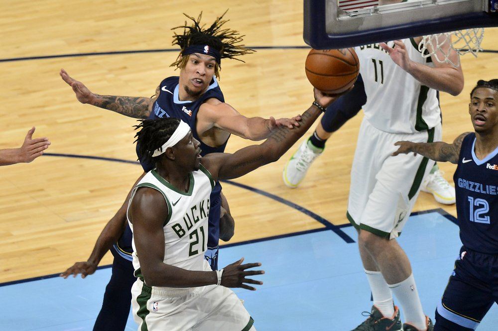 Holiday hits baseline jumper to lift Bucks past Grizzlies