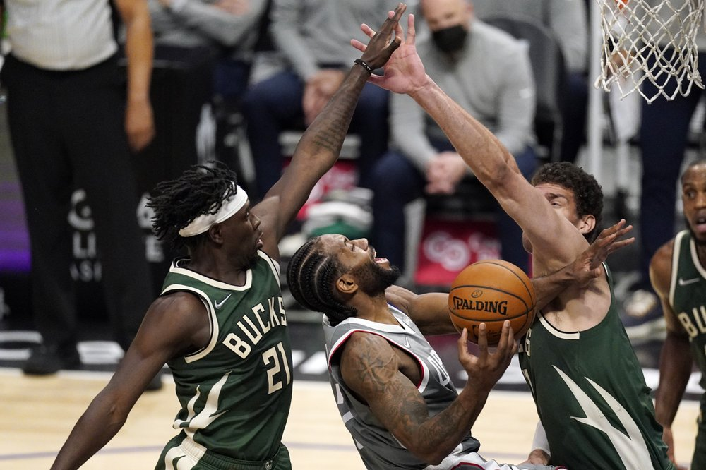 Holiday, Bucks ink 4-year extension worth at least $134M