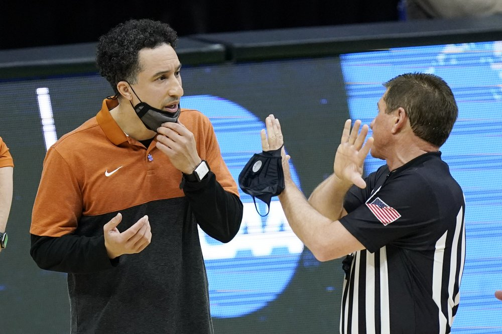 Shaka Smart leaves Texas to take over Marquette's program
