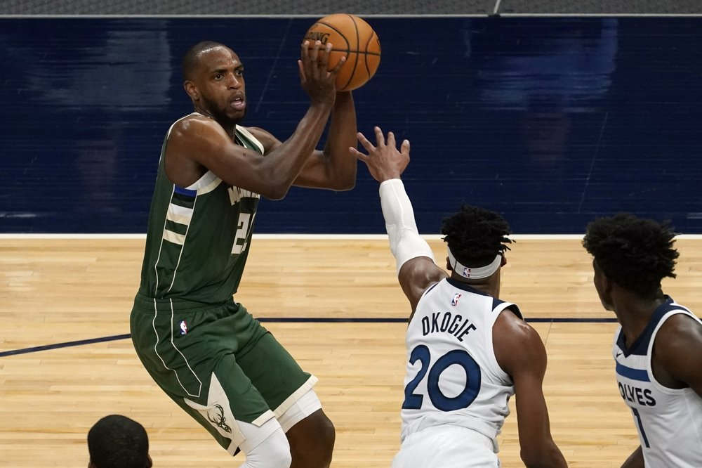 Middleton leads Giannis-less Bucks past Towns-less Timberwolves