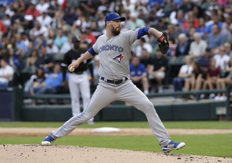 Brewers acquire veteran reliever John Axford from Blue Jays
