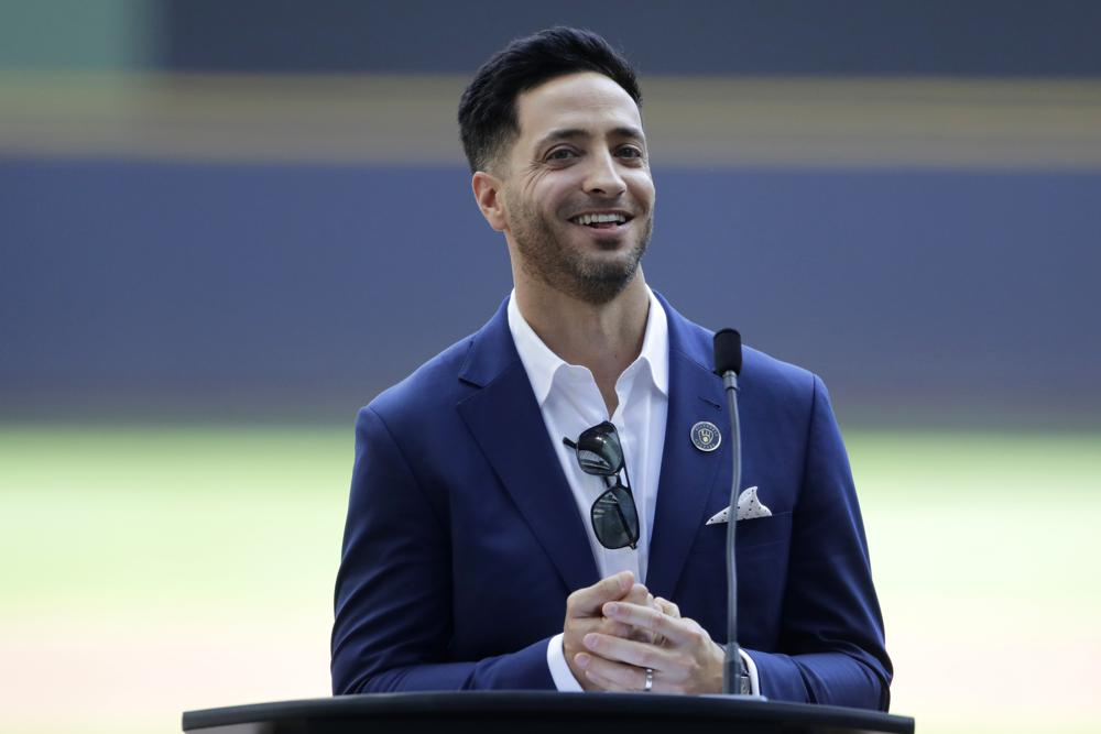 Ryan Braun throws out 1st pitch, Brewers celebrate 14-year career